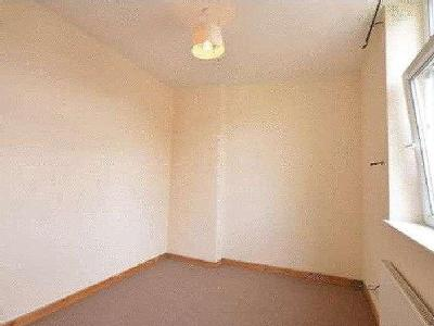 Flat to rent, Blackburn Road - Garden