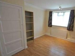 Flat to let, Barking - Reception