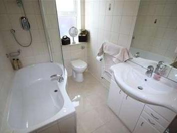 Flat to let, Road, Chigwell - Modern