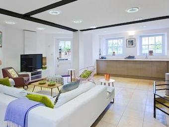 Lower Garden Suite, Craven House, Hampton Court Road, East Molesey Kt8