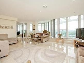 Tower Point, Enfield En2 - Penthouse