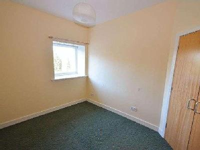 Flat to let, Main Street - Reception