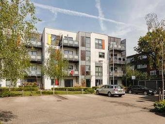 Banks Yard, Hounslow Tw5 - Modern