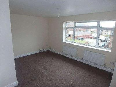 Flat to let, Lakeside Close