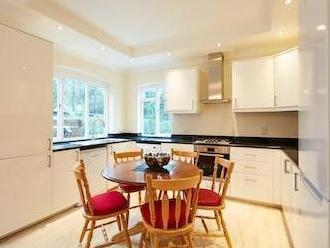Flat to let, Anson Road Nw2 - Garden