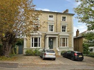 Spencer Hill Sw19 - Double Bedroom