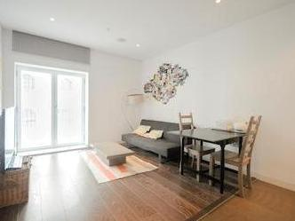 Flat to let, Strand Wc2r - Listed