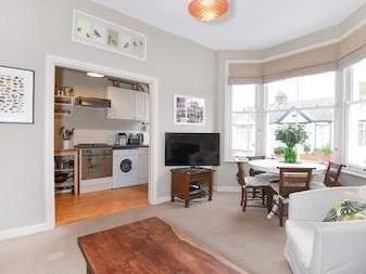 Lucien Road Sw17 - Double Bedroom