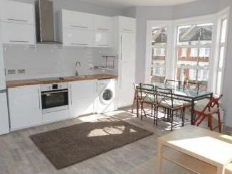 Flat to let, Pine Road Nw2 - Terrace