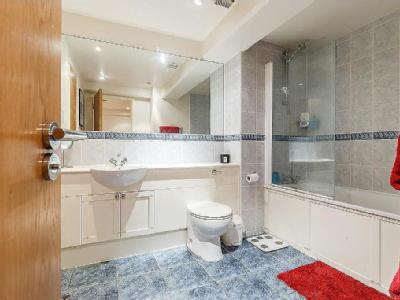 Flat to let, Wapping Wall - Porter
