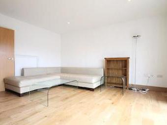 Commercial Road E1 - Double Bedroom