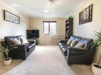 Stirling Close Sw16 - Double Bedroom
