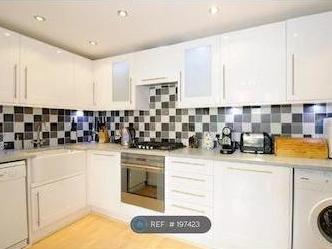 Flat to rent, Walm Lane Nw2 - Garden