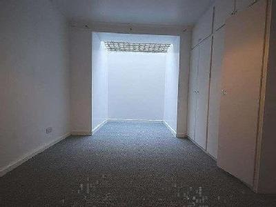 Flat to let, New Road - Unfurnished