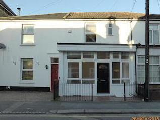 Holmesdale Road, Reigate Rh2 - Patio