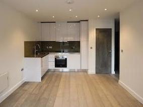 The Grove, Slough Sl1 - Unfurnished