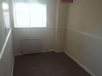 Flat to let, High Street