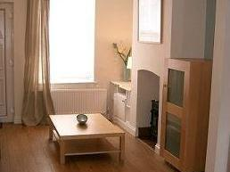 2 bedroom house to let - Patio