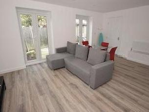 Property for sale, Crossway Sw20