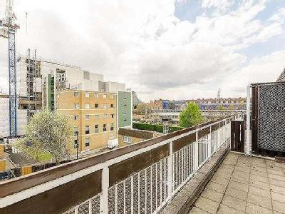 Cable Street, Shadwell, E1 - Balcony