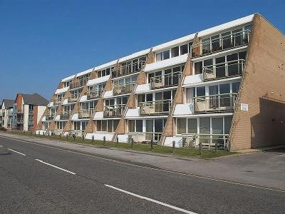 Marine Parade East, Lee-on-the-solent, Po13