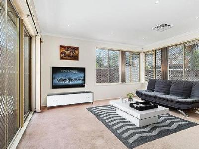House to buy Jennifer Place - Garden