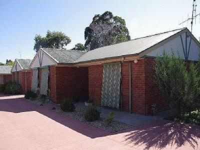 Hennessy Street, Tocumwal - Garden