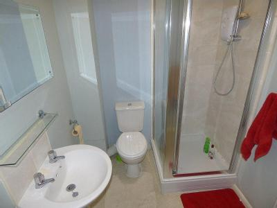 Room, Greenham, Pe3 - En Suite