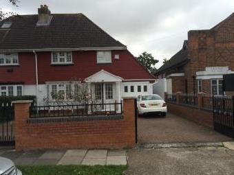 Firs Drive, Cranford, Hounlsow Tw5