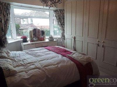 House to let, Edenfield Road - Garden