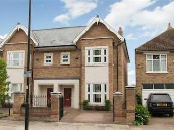 Rosemont Road, Acton W3 - En Suite