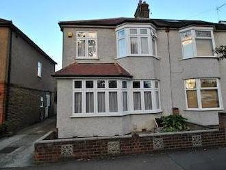 Hainault Road, Collier Row, Romford Rm5