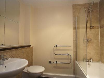 Flat for sale, Staveley Road - Garden