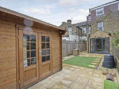 House for sale, Revelon Road - Garden