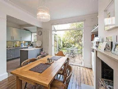 House for sale, Wisley Road - Garden