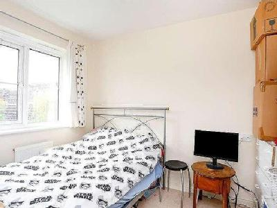 House to let, Imperial Way - Terrace