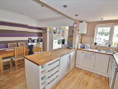 Downlands Avenue - Garden, Dishwasher
