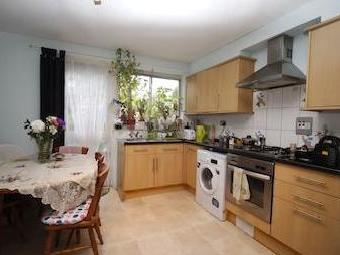 Clifton Way Se15 - Kitchen, Listed