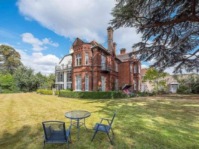 The Old Manor House, Thames Ditton, Kt7