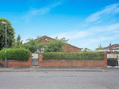 Tulla Close, Stenson Fields, De24