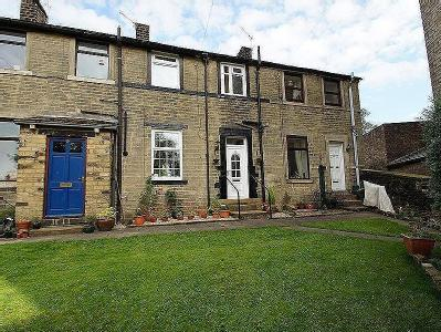 Village Green, Uppermill, Ol3