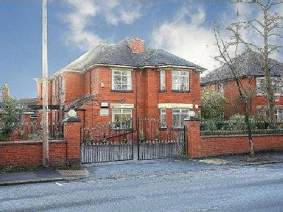Nuthurst Road, Manchester, M40 - Lift