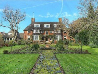 Linnell Drive, Hampstead Garden Suburb, London, NW11