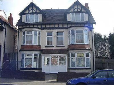 House to rent, Mansel Road - Detached