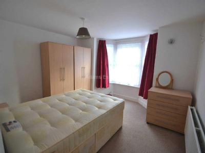 Flat to rent, Pitcroft Ave