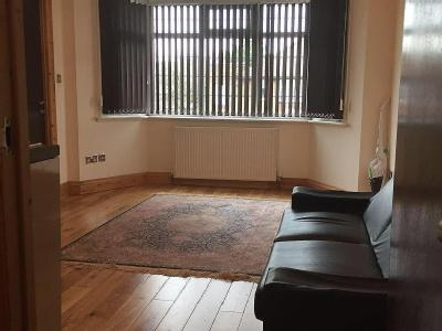 Flat to let, Pennine Drive