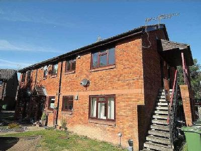 Flat to rent, Withey Meadows - Garden