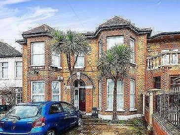 Flat for sale, Broomhill Road
