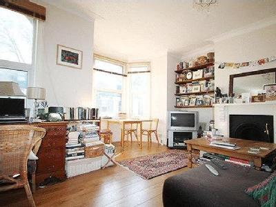 Listria Park, N16 - Double Bedroom