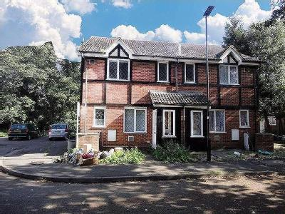 House to let, Hawthorn Close